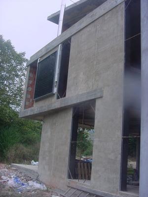 Panel solar vertical para integración en fachada