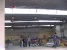Tubos radiantes en techo para calefacción en taller de automoviles